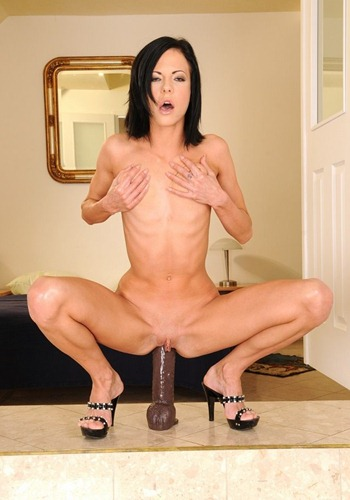 kinky-bitch-forcing-a-huge-dildo-into-her-pussy